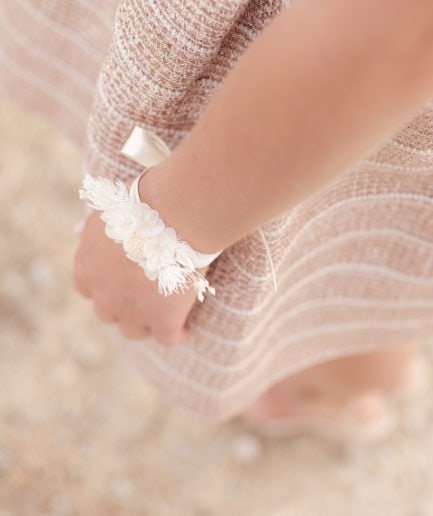 Bracelet en fleurs stabilisées Nimbe aux tons blancs - Photo Ilan Dehé, modèle Nataliya