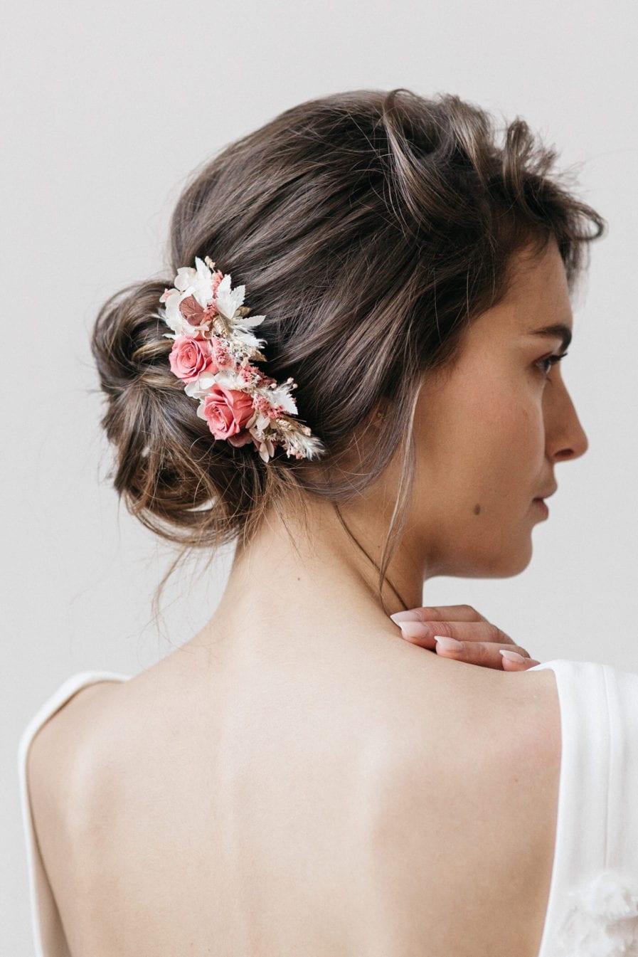 Peigne en fleurs séchées et stabilisées Grenat pour le mariage