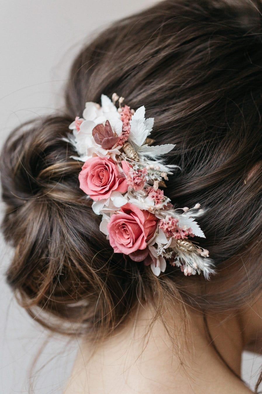 Peigne en fleurs stabilisées Grenat pour la mariée