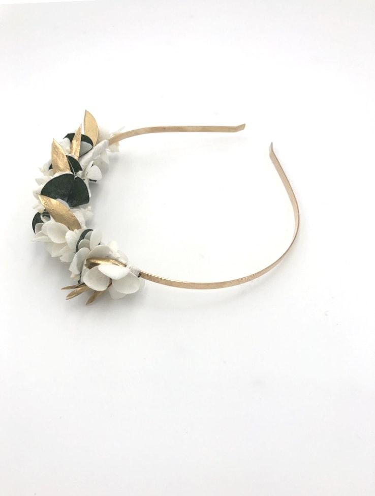 Serre-tête Opaline en fleurs stabilisées et dorées