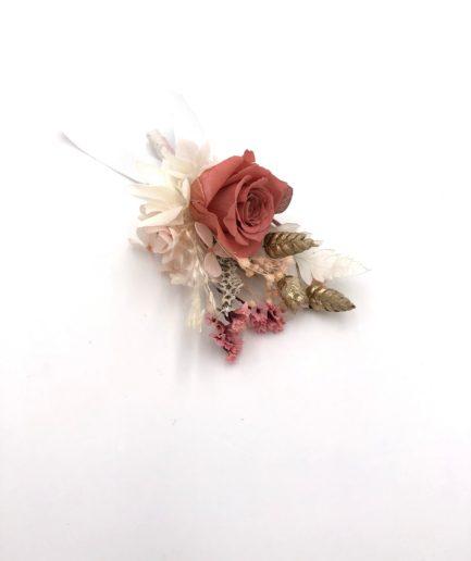 BOutonnière du marié Grenat en fleurs stabilisées