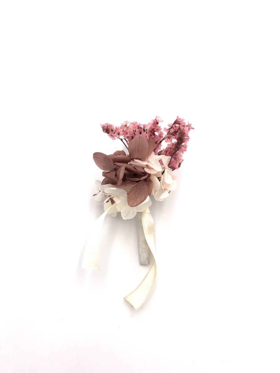 Boutonnière du marié Quartz en fleurs