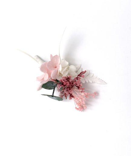 Boutonnière du marié Tourmaline en fleurs stabilisées