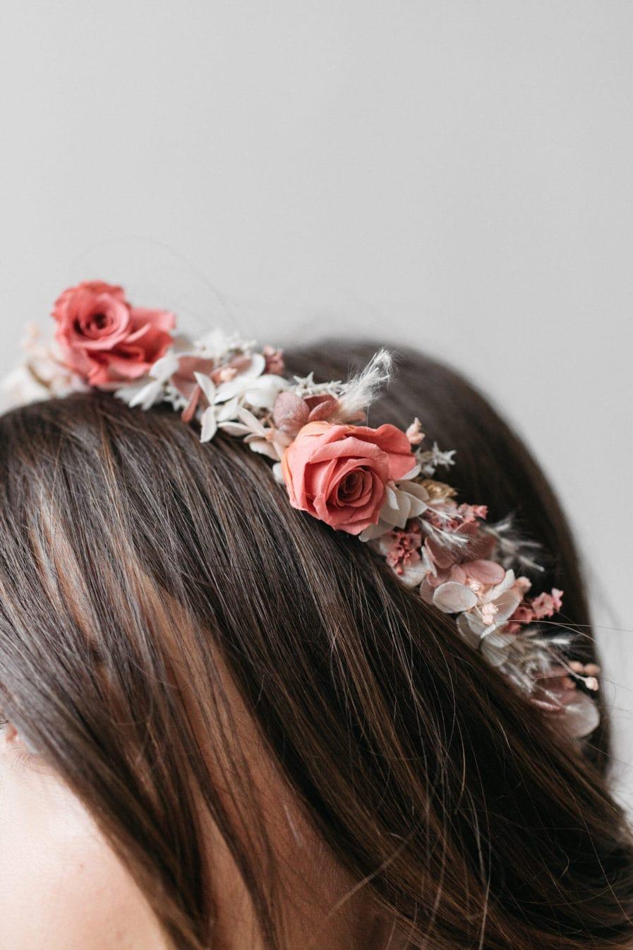Couronne de fleurs de mariée Grenat aux tons roses