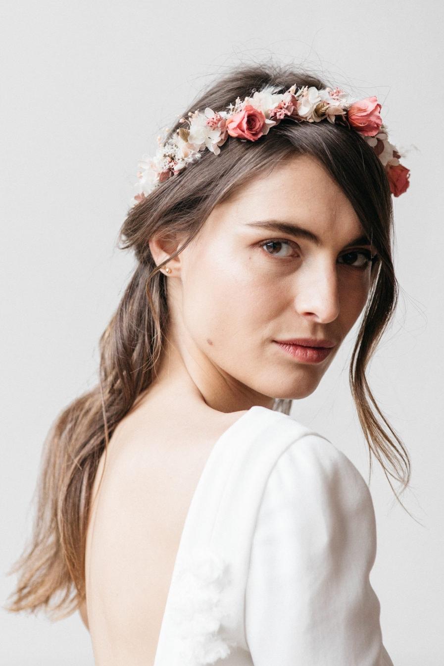 Couronne en fleurs séchées Grenat pour le mariage