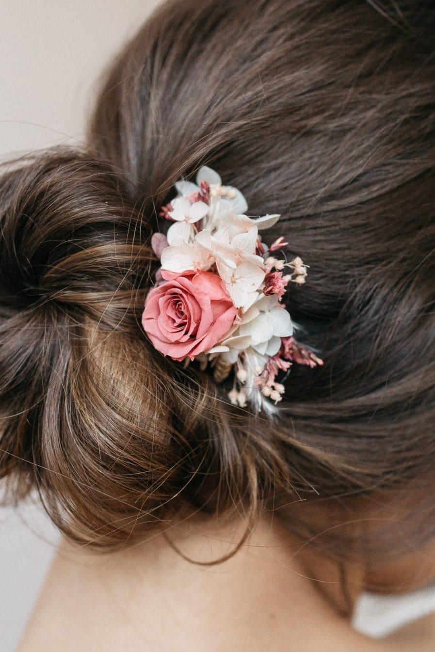 Peigne de mariée mini Grenat en fleurs stabilisée