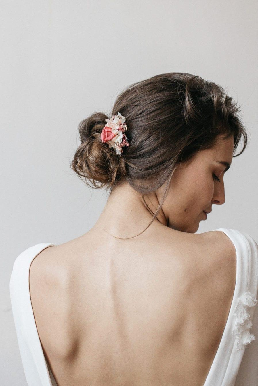 Peigne mini en fleurs stabilisées Grenat pour le mariage