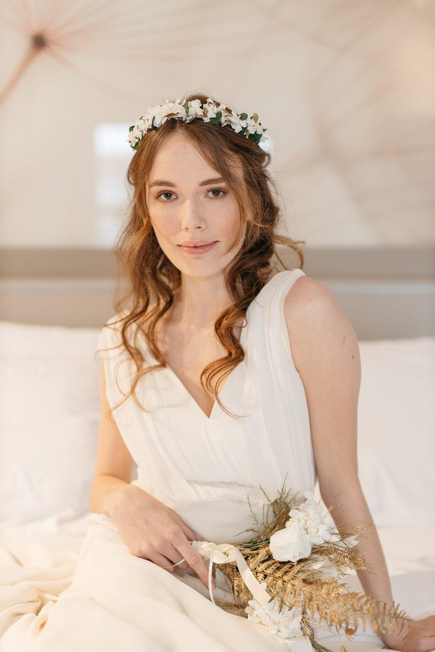 Bouquet de la mariée dorée en fleurs stabilisées