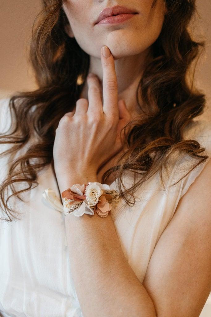 Bracelet Blush de demoiselles d'honneur en fleurs