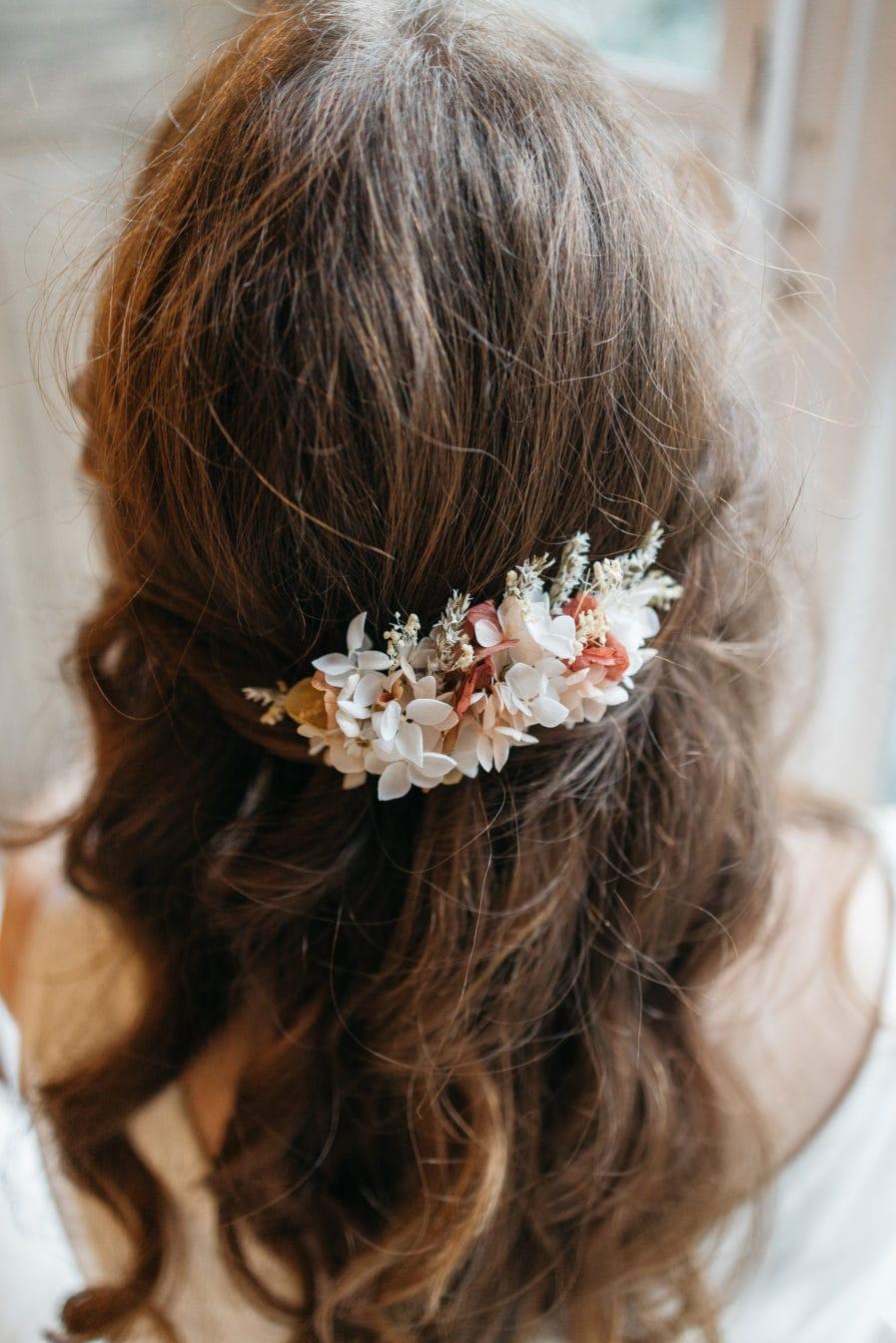 Peigne en fleurs stabilisées Blush pour la mariée romantique