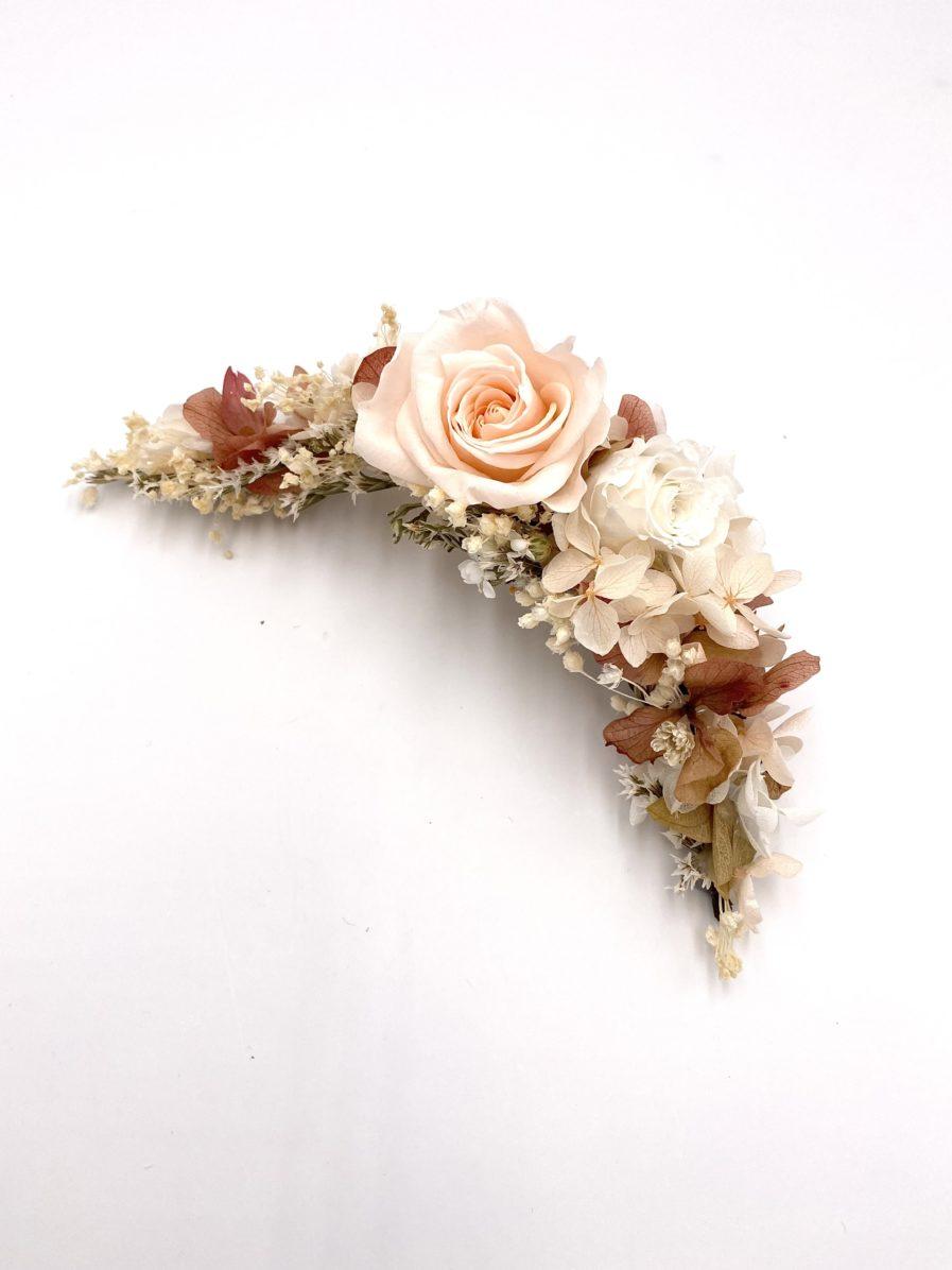 Peigne long en fleurs naturelles Blush pour la mariée