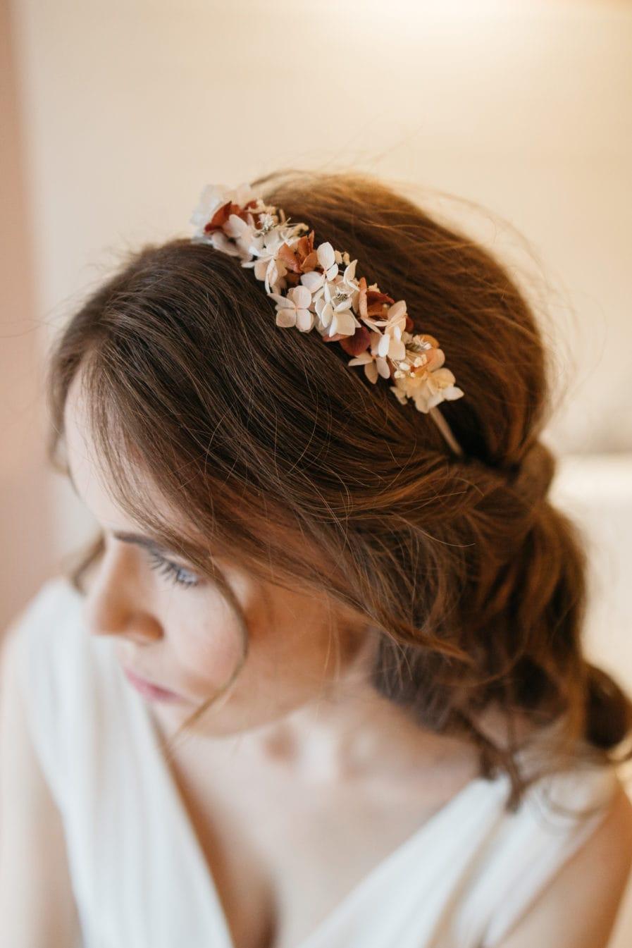Serre tête en fleurs pour la mariée Blush